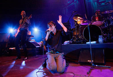 "Suede mostra música inédita durante show; ouça ""I Don´t Know How to Reach You"""