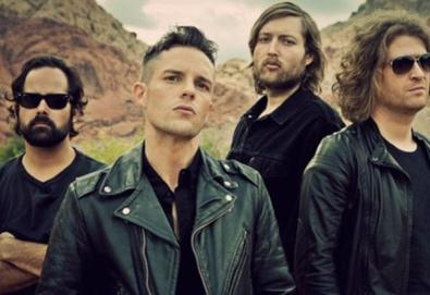 """The Killers lança a inédita """"Peace Of Mind"""", faixa bônus da edição comemorativa de 'Sam's Town'"""
