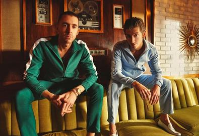 "The Last Shadow Puppets revela mais uma faixa de ""Everything You've Come To Expect"""