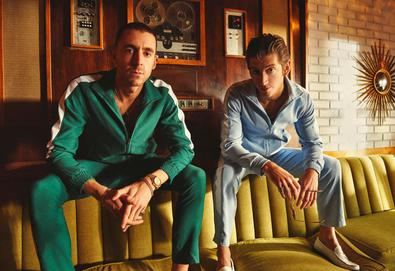 "Last Shadow Puppets dá continuidade ao video de ""Everything You've Come to Expect"" em ""Aviation"""