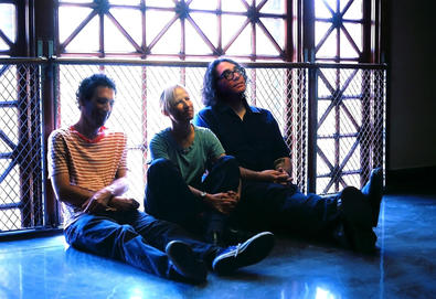 "Vídeo: Yo La Tengo faz versão de ""Friday I'm in Love"", do The Cure"