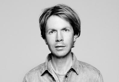Novo álbum de Beck tem participação de Jack White, Norah Jones e Jarvis Cocker