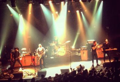 Eagles Of Death Metal escapa do atentado terrorista em casa de shows em Paris