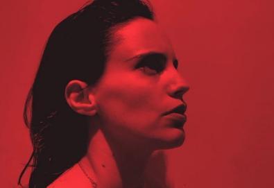 """""""Hunter"""" é o novo álbum de Anna Calvi; ouça """"Don't Beat The Girl Out Of My Boy"""""""