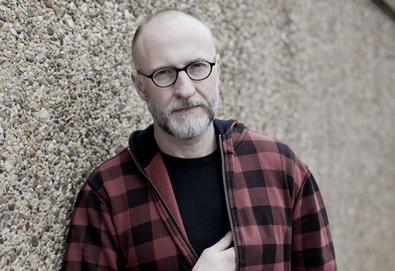 "Bob Mould anuncia novo álbum - 'Patch the Sky'; Veja vídeo da música ""Voices in My Head"""