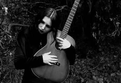 "Chelsea Wolfe anuncia sexto álbum, 'Birth Of Violence'; Ouça o single ""The Mother Road"""
