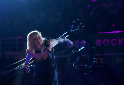 "Courtney Love interpreta ""Celebrity Skin"" (Hole) com  Rockin'1000"