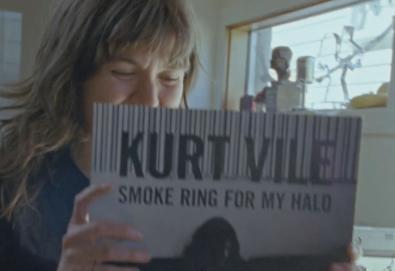 "Kurt Vile e Courtney Barnett lançam vídeo de uma música chamada ""Continental Breakfast"""