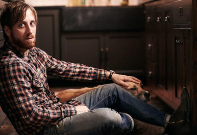 Dan Auerbach (The Black Keys) anuncia álbum solo, 'Waiting on a Song'