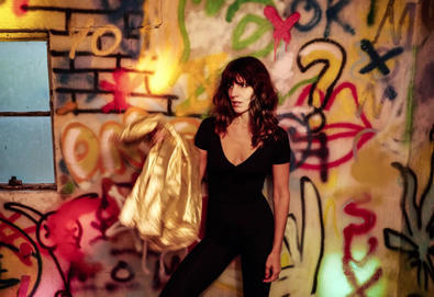 "Nova música: Eleanor Friedberger - ""In Between Stars"""
