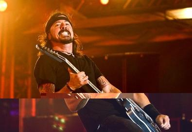Foo Fighters volta aos palcos com cover dos Beatles e Pink Floyd