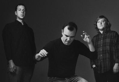 "Future Islands anuncia novo álbum - 'The Far Field'; Ouça o single ""Ran"""