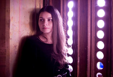 "Hope Sandoval & The Warm Inventions apresenta música - ""Let Me Get There"" - com participação de Kurt Vile"