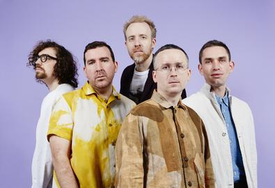 "Hot Chip anuncia seu sétimo album, 'A Bath Full Of Ecstasy'; Ouça o single ""Hungry Child"""