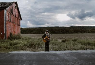 "J Mascis anuncia novo álbum; Ouça o single ""See You At The Movies"""