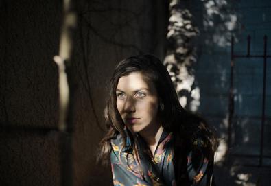 """Julia Holter lançará seu quarto álbum - 'Have You in My Wilderness' – em setembro; Ouça a música """"Feel You"""""""