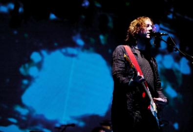 Líder do My Bloody Valentine diz que o britpop fez parte de uma conspiração