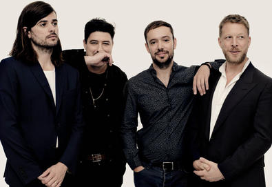 "Mumford & Sons anuncia novo álbum - 'Delta'; Ouça o single ""Guiding Light"""
