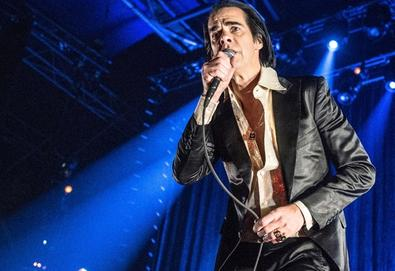 Nick Cave e Bobby Gillespie, do Primal Scream, cantam juntos em Londres