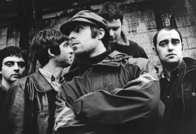 """Oasis comemora 20° aniversário de """"Definitely Maybe"""" com faixas raras e inéditas"""