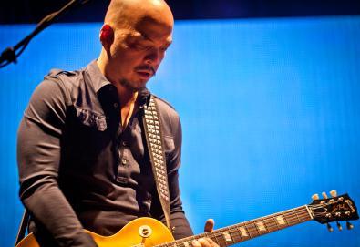 Joey Santiago, guitarrista dos Pixies, está internado em clínica de reabilitação