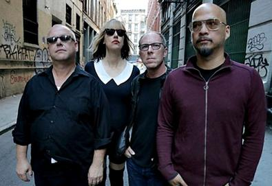 """""""Preferia que tivessem me despedido pessoalmente"""", diz ex-baixista dos Pixies"""
