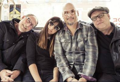 """Pixies anuncia edição comemorativa de """"Surfer Rosa"""" e """"Come On Pilgrim"""""""