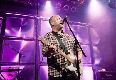 Ex-baixista dos Pixies volta a falar sobre sua demissão