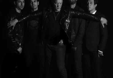 "Queens Of The Stone Age apresenta outra faixa de 'Villains'; Ouça ""The Evil Has Landed"""