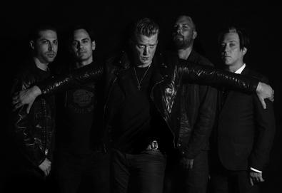 "Queens Of The Stone Age revela detalhes de 'Villains' e compartilha primeiro single - ""The Way We Used To Do"""