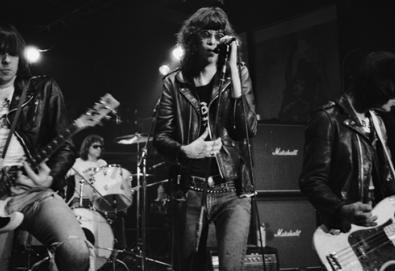 """Ramones comemora 40 anos de """"Leave Home"""" com material raro e inédito"""