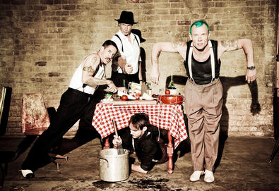 "Red Hot Chili Peppers anuncia novo álbum - 'The Getaway'; Ouça o single ""Dark necessities"""