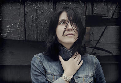 "Sharon Van Etten apresenta nova música - ""Just Like Blood"""