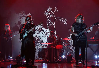 "Sleater-Kinney apresenta ""Hurry on Home"" no 'The Tonight Show Starring Jimmy Fallon'"