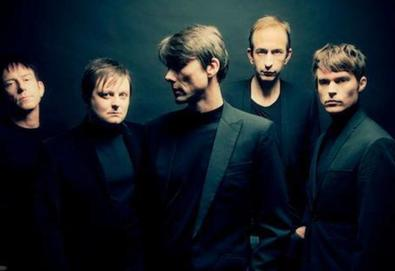 "Ouça: Suede - ""Don't Be Afraid If Nobody Loves You"""