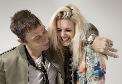 "The Kills retorna com novo álbum; Veja vídeo da faixa ""Doing It To Death"""