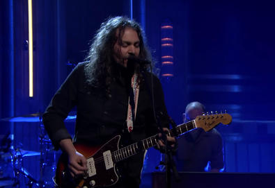 "The War On Drugs interpreta ""Pain"" no ""The Tonight Show Starring Jimmy Fallon"""