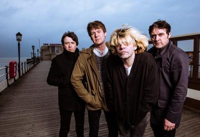 """Novo álbum do The Charlatans terá participação de Johnny Marr, Paul Weller e Stephen Morris (New Order); ouça """"Plastic Machinery"""""""