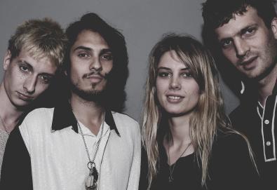 """Wolf Alice compartilha mais uma faixa de 'Visions Of A Life'; Ouça """"Beautifully Unconventional"""""""