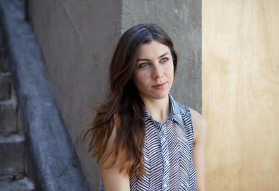 "Julia Holter - ""Don't Make Me Over"" / ""Hello Stranger"""