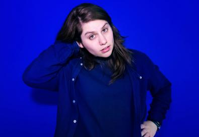 "Alex Lahey compartilha um novo single, ""Sucker for Punishment"""