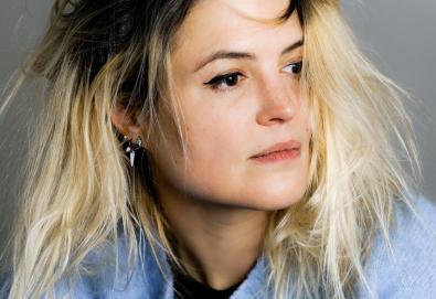 """Alison Mosshart do The Kills estreia seu primeiro single solo — """"Rise"""""""