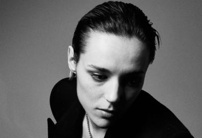 Jehnny Beth, da banda Savages, confirma primeiro álbum solo, `To Love Is to Live`
