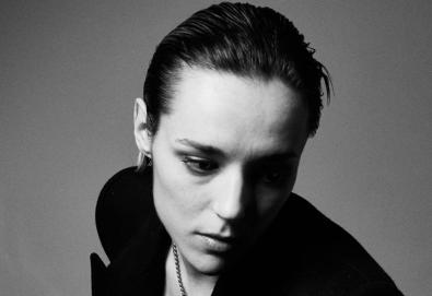 "Ouça: Jehnny Beth (Savages) - ""I'm the Man"""