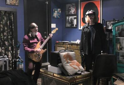 "Mark Lanegan and Dylan Carlson play Galaxie 500's ""Summertime"""