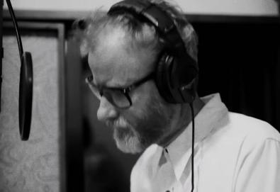 "Matt Berninger do The National faz uma cover de ""Holes"" (Mercury Rev)"